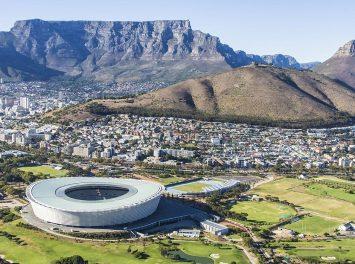 Stadion und Tafelberg, Kapstadt