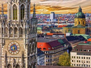 Marienplatz Rathaus mit Turmuhr, München